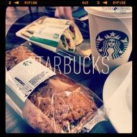 Снимок сделан в Starbucks пользователем Richard G. 5/9/2013
