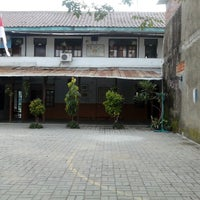 Photo taken at Sekolah Santo Paulus III by √ênniέ •̃⌣•̃ √ҼĻõ√Ҽ ^. on 8/2/2013