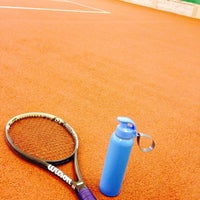 Photo taken at Mehmet Akif Ersoy Tenis Kortlari by Özge on 5/13/2017