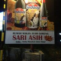 Photo taken at Rumah Makan Sari Asih by Timoti A. on 3/9/2013