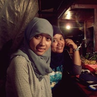 Foto scattata a Angkringan Nasi Bakar da Adelia M. il 7/22/2014