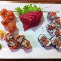 Photo taken at Sushi Tsuru by Renan B. on 7/19/2013