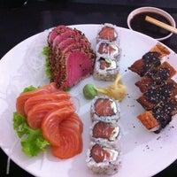 Photo taken at Sushi Tsuru by Renan B. on 6/17/2014