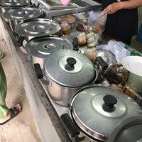 Photo taken at ข้าวแกง โอรสเด็ด by Pola S. on 6/13/2017
