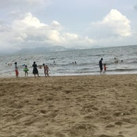Photo taken at 小徑灣海灘 xiaojing bay beach by Leo L. on 7/24/2018