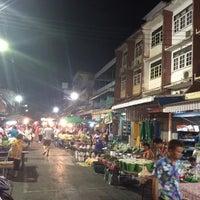 Photo taken at ตลาดสดสีคิ้ว by Jirawat E. on 4/12/2015