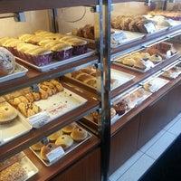 Foto scattata a 85C Bakery Cafe - Irvine da Vicki F. il 5/19/2013