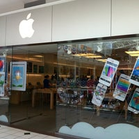 Photo taken at Apple Pentagon City by Jonathan H. on 5/31/2013