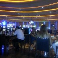 รูปภาพถ่ายที่ Viva Casino โดย İpek A. เมื่อ 7/3/2013