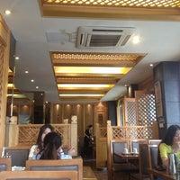Photo taken at 麻蒲烧烤店 마포숯불갈비 by RAPHAEL on 9/16/2013
