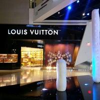Das Foto wurde bei Louis Vuitton Las Vegas CityCenter von Gabriel W. am 12/8/2012 aufgenommen