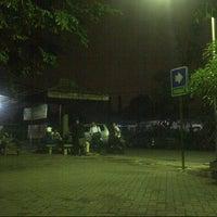 Photo taken at Gedung B Fakultas Hukum UNAIR by ahmad z. on 2/1/2013