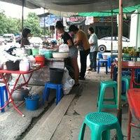 Photo taken at ก๋วยจั๊บ บ้านโป่ง by Chirapoch T. on 7/25/2013
