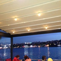 Foto scattata a Mavi Haliç Cafe da Ahmet U. il 4/30/2013