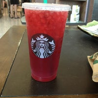 Das Foto wurde bei Starbucks von Ashley H. am 5/18/2013 aufgenommen