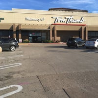 Photo taken at Tom Thumb by Erica S. on 3/2/2017