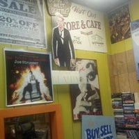 Photo taken at Easy Street Records by Gwyzard on 1/20/2013