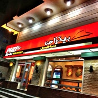 Photo taken at Pizza Hut by Loai A. on 12/9/2013