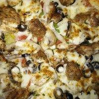 Снимок сделан в Nello's Pizza пользователем Erik 8/28/2014