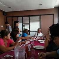 6/15/2014 tarihinde Jorelle S.ziyaretçi tarafından Max's Restaurant'de çekilen fotoğraf