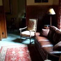 Photo taken at The Oaks Bed & Breakfast Hotel by Adrian R. on 7/29/2013