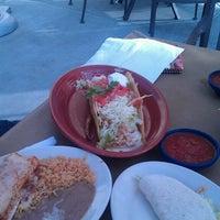 Foto tomada en La Parrilla Mexican Restaurant por Kristin D. el 6/30/2013
