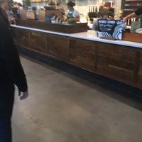 Das Foto wurde bei Starbucks von Chris H. am 9/11/2017 aufgenommen