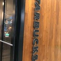 Das Foto wurde bei Starbucks von Chris H. am 9/25/2017 aufgenommen