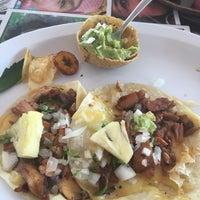 Foto tomada en Taco y Tequila por Chris H. el 11/23/2017