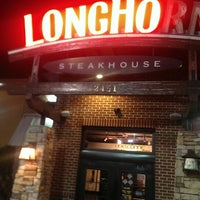 Photo taken at LongHorn Steakhouse by Terence G. on 11/30/2013