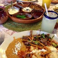 Foto tomada en Los Chilaquiles por Ernest R. el 5/13/2013