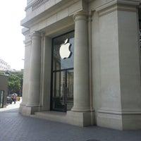 Photo taken at Apple Passeig de Gràcia by Илья on 5/20/2013