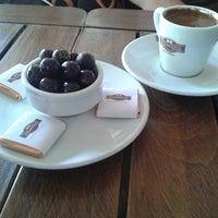7/15/2013 tarihinde Özge C.ziyaretçi tarafından Hisarönü Cafe'de çekilen fotoğraf