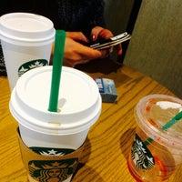 Foto tirada no(a) Starbucks por  ɧųɱცɛཞɬơ ƈųɛƖƖąཞ ʂ. em 6/10/2015