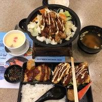 Photo taken at Sushi King by Atiqah K. on 9/23/2017