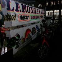 Photo taken at Seafood Lamongan Jaya 1 by Bagio S. on 5/19/2013