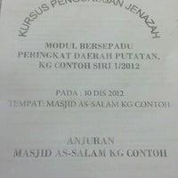 Photo taken at Masjid Kg. Contoh. by Mohd Haffiszul M. on 12/30/2012