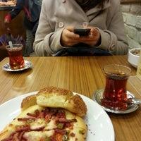12/7/2013 tarihinde Büşra K.ziyaretçi tarafından Çengelköy Börekçisi'de çekilen fotoğraf