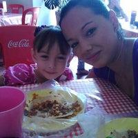 รูปภาพถ่ายที่ El Pico (Tacos tipo Villamelón) โดย Mauricio L. เมื่อ 5/12/2013