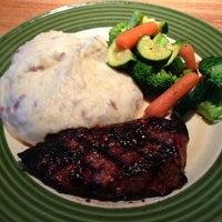 Photo taken at Applebee's Neighborhood Grill & Bar by Athar O. on 7/3/2013
