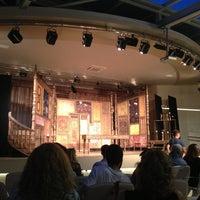 Das Foto wurde bei Bostanlı Suat Taşer Açıkhava Tiyatrosu von Ebru E. am 6/19/2013 aufgenommen