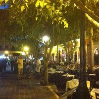 รูปภาพถ่ายที่ Plazuela Machado โดย Arturo S. เมื่อ 2/24/2013