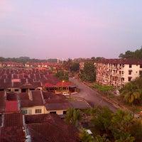 Photo taken at Apartment Desa Samudera by Sabri S. on 3/26/2013