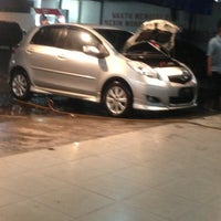 Photo taken at Car Wash Pom Bensin by yanuar f. on 4/5/2013