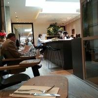 1/5/2013 tarihinde Burhan A.ziyaretçi tarafından Cuisine de Bar by Poilane'de çekilen fotoğraf
