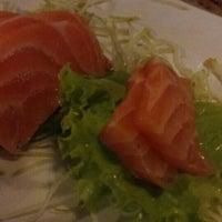 Foto tirada no(a) Maru Sushi por Michelle A. em 3/31/2016