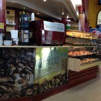 9/26/2013 tarihinde Hector F.ziyaretçi tarafından Voulez Vous (Orinokia Mall)'de çekilen fotoğraf