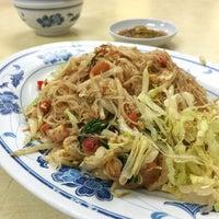 Photo taken at Fei Siong Seafood 肥雄美食.火锅.海鲜 by Keropok M. on 6/29/2015