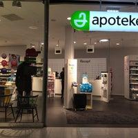 Photo taken at Apoteket by 𝚝𝚛𝚞𝚖𝚙𝚎𝚛 . on 10/30/2015