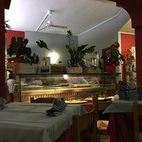 Photo taken at Pizzeria Da Rosanna by 𝚝𝚛𝚞𝚖𝚙𝚎𝚛 . on 7/1/2017